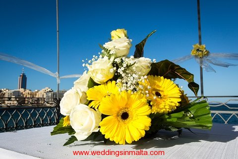 malta-wedding-ceremony-flowers-10
