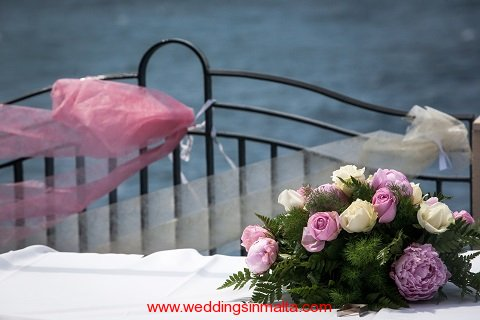 malta-wedding-ceremony-flowers-12