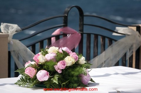 malta-wedding-ceremony-flowers-13