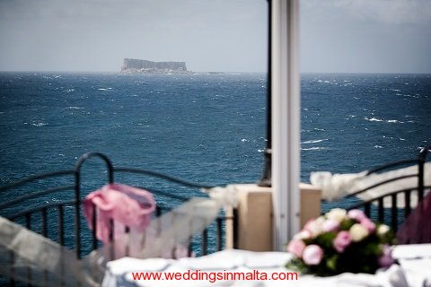 malta-wedding-ceremony-flowers-14