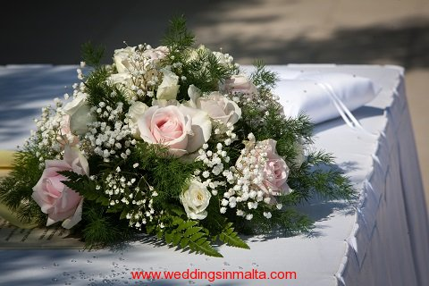 malta-wedding-ceremony-flowers-16