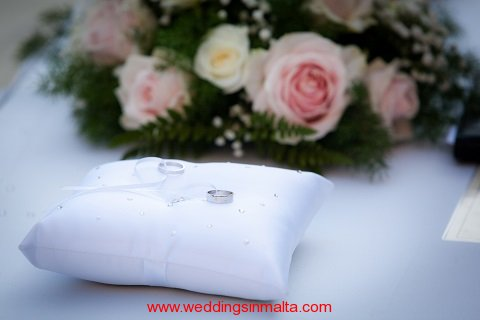 malta-wedding-ceremony-flowers-17