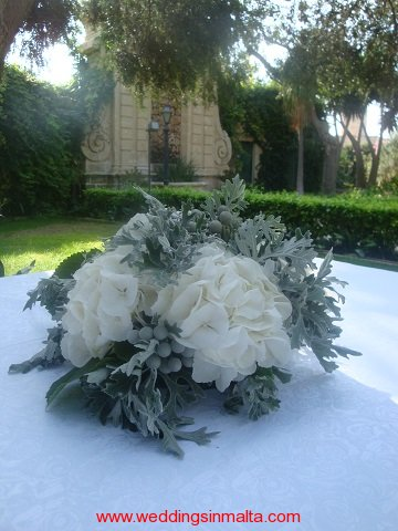 malta-wedding-ceremony-flowers-2